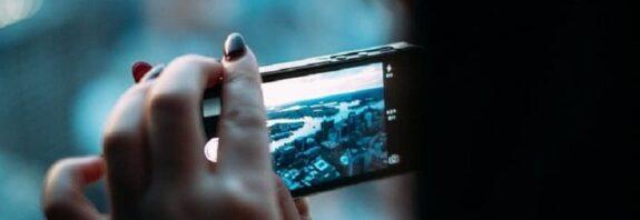 Como tirar água da câmera do celular